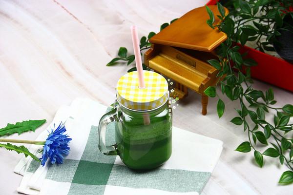 菠菜蛋白绿奶昔