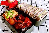 爱心便当盒饭2酱烧茄子+胡萝卜土豆丝的做法