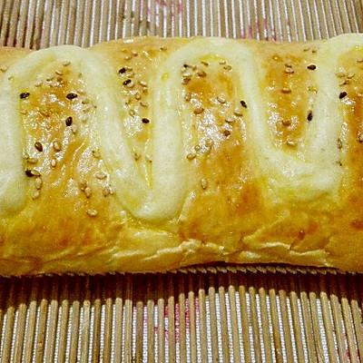 咸蛋黄肉松面包