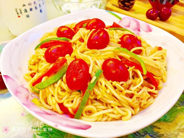诱惑你的眼,挑逗我的胃-番茄金针菇炒米粉的做法