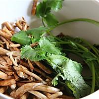干锅茶树菇的做法图解1