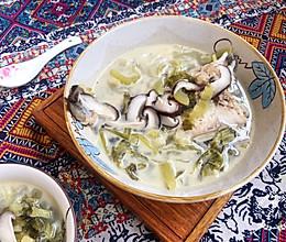#花10分钟,做一道菜!#潮州咸酸菜香菇滚海鲈的做法