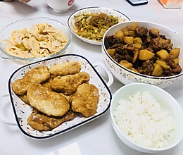 土豆炖鸡块贴小锅饼的做法