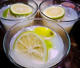 柠檬蜂蜜养乐多~夏日鲜爽饮品的做法
