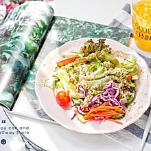 早餐:藜麦田园蔬菜沙拉