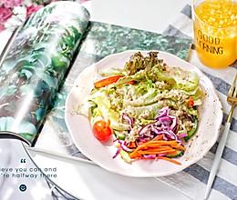 早餐:藜麦田园蔬菜沙拉的做法