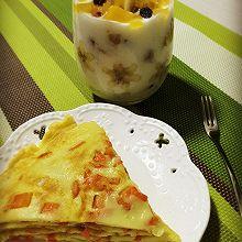 什锦酸奶杯+鲜虾胡萝卜鸡蛋饼 #急速早餐#