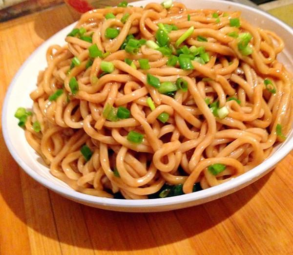 简便面食——葱油拌面的做法