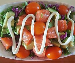三文鱼牛油果蔬菜沙拉的做法