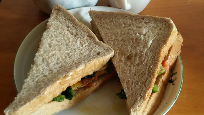 早餐_美味三明治香醇豆浆完美搭配