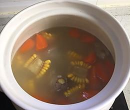 砂锅排骨玉米胡萝卜汤的做法