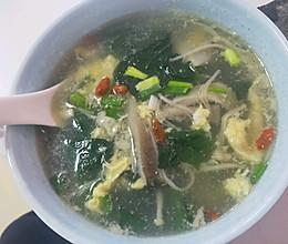 金针菇蘑菇菠菜汤的做法