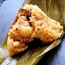 台灣風味。皮蛋肉粽