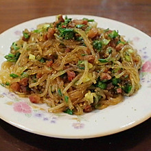 腊肠韭菜炒粉条