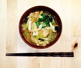 """日本料理""""味增汤""""(味噌汁)的做法"""