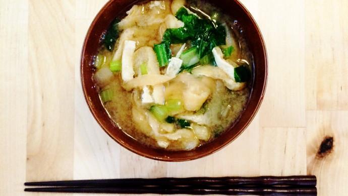 """日本料理""""味增汤""""(味噌汁)"""