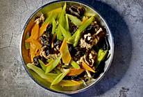 低脂美味:芹菜木耳炒肉的做法