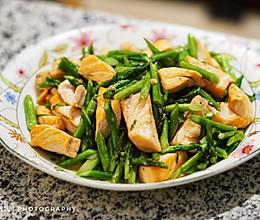 生吃不放心,那就这样做~芦笋炒三文鱼的做法