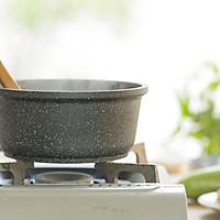 虾皮西葫芦饼&香菇滑鸡粥的做法图解1