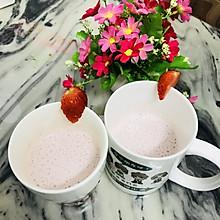 #相聚组个局#我有粉嫩草莓牛奶饮,要做朋友吗?