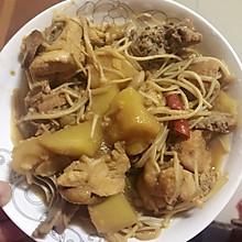 鸡肉炖土豆金针菇