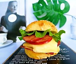 #母亲节,给妈妈做道菜#培根鸡蛋芝士汉堡的做法