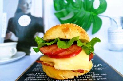 #母亲节,给妈妈做道菜#培根鸡蛋芝士汉堡