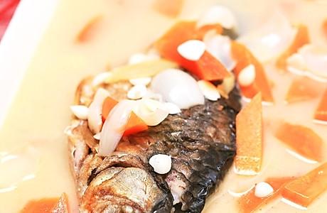 牛奶木瓜炖鱼的做法