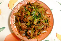 不知道牛肉怎么吃,来试试这道孜然味的洋葱炒牛肉吧的做法