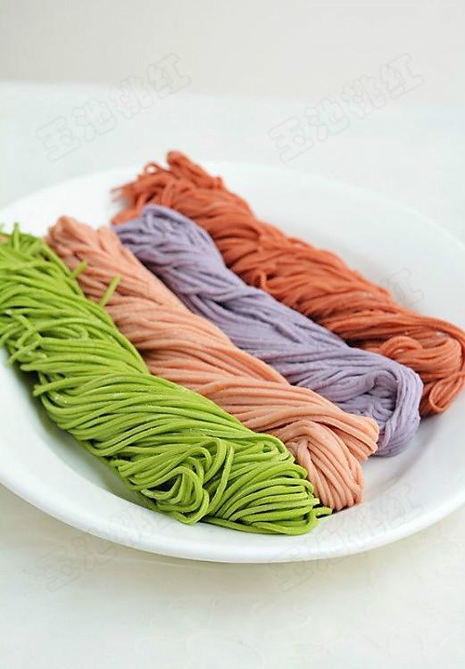 自制纯天然蔬菜汁彩色面条的做法
