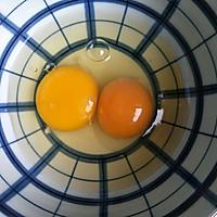 #带着零食去旅行!#酥脆的芝麻鸡蛋卷的做法图解1