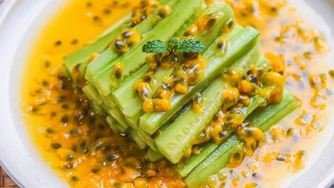 百香果拌黄瓜的做法