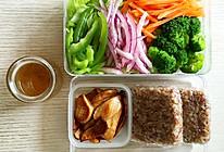 减肥餐之多彩沙拉+糙米饭团+香煎杏鲍菇的做法