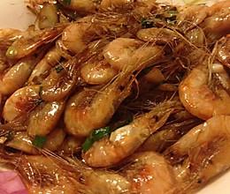 油爆小河虾的做法