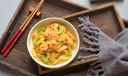 马蹄芹菜炒虾仁的做法