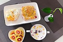 #换着花样吃早餐#火龙果芝士餐包的做法