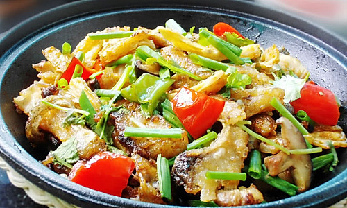 暖和煲仔菜--豉香腐竹鱼煲的做法