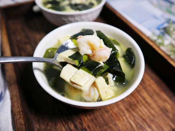 刷脂刮油❗️裙带菜虾仁豆腐汤❗️鲜美补钙又营养的做法
