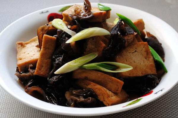 大喜大牛肉粉试用之黑木耳炖豆腐的做法
