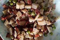 豌豆藕丁炒腊肉的做法