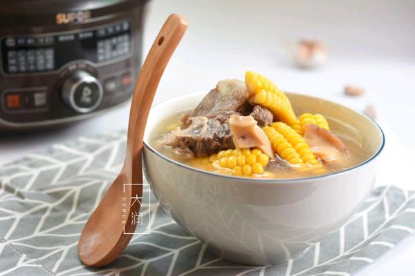 夏季长个高-牛骨响螺玉米汤的做法