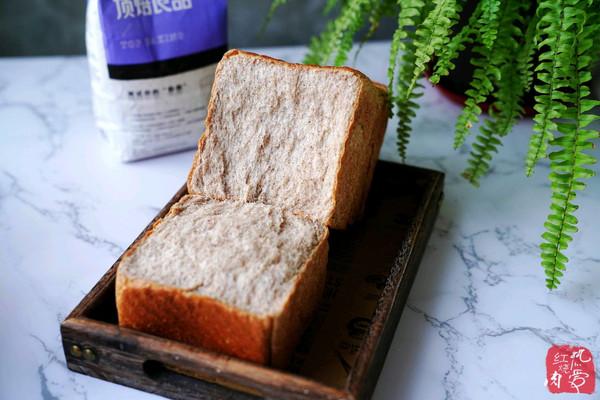 还是自己做的全麦面包更放心,真材实料不掺假,制作起来也不难!