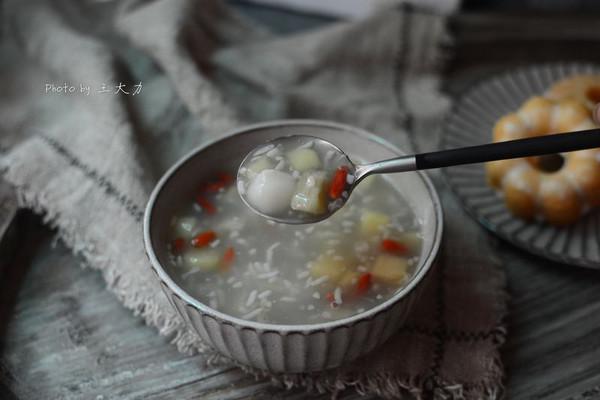 酒酿丸子水果羹的做法