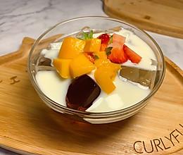 夏日清凉消暑甜品:水果酸奶冻冻(白凉粉创新做法)的做法