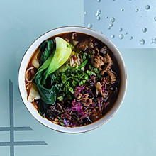 麻辣酸菜牛肉米线