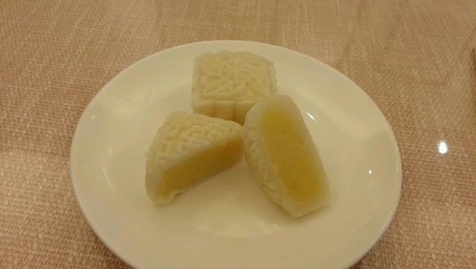 奶黄馅冰皮月饼