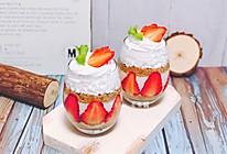 草莓酸奶木糠杯的做法