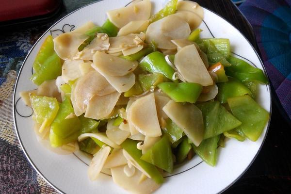 土豆片炒辣椒的做法