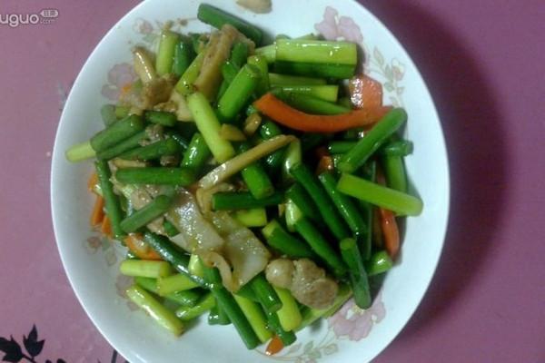 翡翠年华---蒜薹炒肉的做法