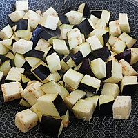 蒜柿辣酱焖茄子的做法图解1